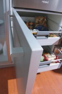 Muebles bajos con puerta y extraibles interiores