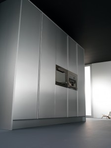 Columnas despensero en aluminio con horno y cafetera integrados