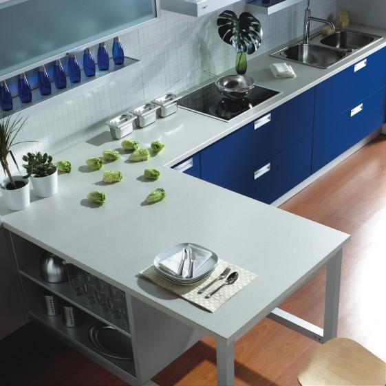 Dise o de cocinas con pen nsula y acabados en colores for Cocinas en u con peninsula