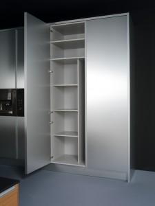 Interior de despensa acabada en aluminio