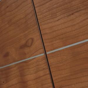Detalle del acabado con líneas plateaddas