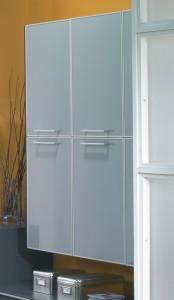 Muebles de colgar con puertas de metacrilato
