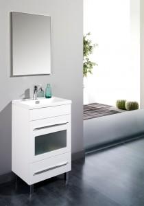 Mueble de lavabo blanco con vitrina y tiradores metálicos