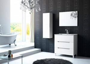 Combinación de muebles blancos de baño. Mueble de lavabo con gavetas y mueble auxiliar para colgar en pared