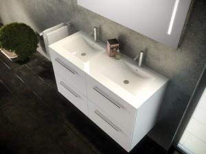 Mueble blanco con dos lavabos y cuatro gavetas con tiradores metálicos