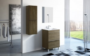 Combinación de muebles de baño en madera. El conjunto está formado por un mueble con gavetas y veta horizontal, y un mueble de colgar en madera con veta vertical.